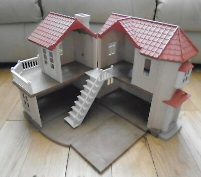 Sylvanian Beechwood Hall With Working Lights And Accessories