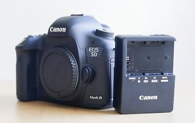 Canon EOS 5D Mark III 22.3MP Digital SLR Camera - Black (Body Only) -2544 Shots