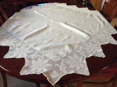 Vintage Crisp White Cotton With Filet Chrochet Edging Flower Theme Tablecloth