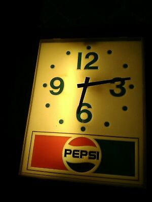 "Vintage ""PEPSI"" LIGHTED WALL CLOCK - WORKS GREAT!"