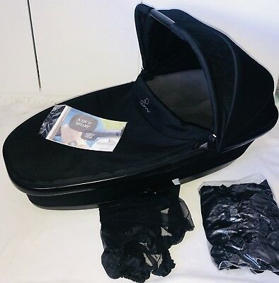 QUINNY BUZZ/MODD FOLDABLE CARRYCOT IN BLACK with RAINCOVER&MOSQUITO-Free Post