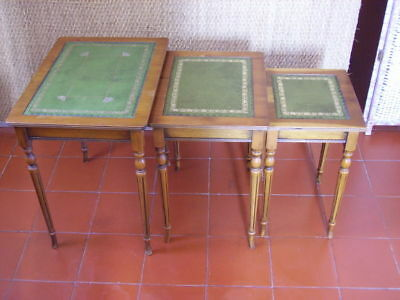 table gigogne style Louis XVI / merisier / plateau recouvert cuir / tables couli