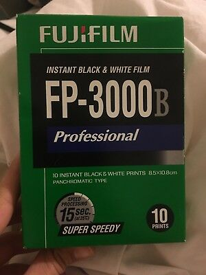 FUJIFILM FP-3000B 3.34 X 4.25 Inches Professional Instant Black and White...