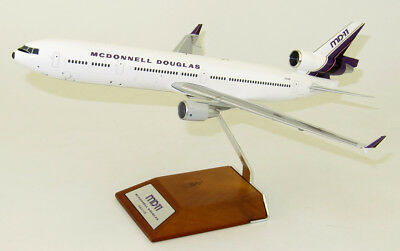 JC Wings 1:200 McDonnell Douglas MD-11 'White House Colours' N311MD (LH2077)