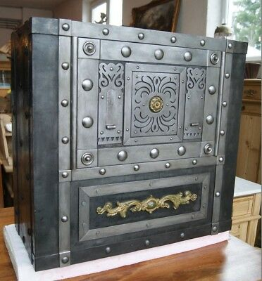 *+ Antiker Tresor Kriegskasse Eisentruhe genietet antique safe strongbox +*