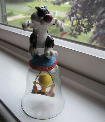""" Sylvester & Tweety ""  Glass Bell"