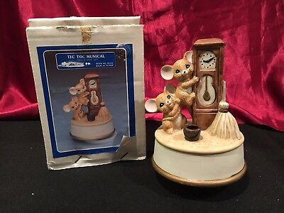 VTG Tic Toc Mouse Ran Up the Clock Musical House of Lloyd  Porcelain Music Box