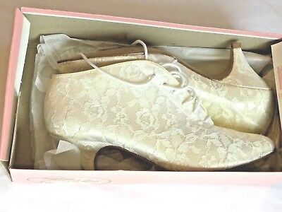Vintage Ivory Lace Victorian Style Wedding Booties / Boots Women's size 7 M