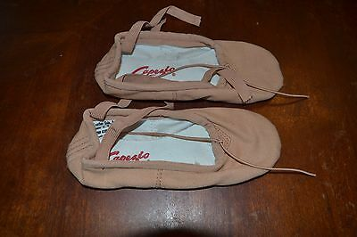Capezio canvas ballet shoes sz 6 W  NWOB elastic/split leather soles