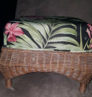 VINTAGE Small WICKER UPHOLSTERED FOOT STOOL FOOTSTOOL Shabby  Chic