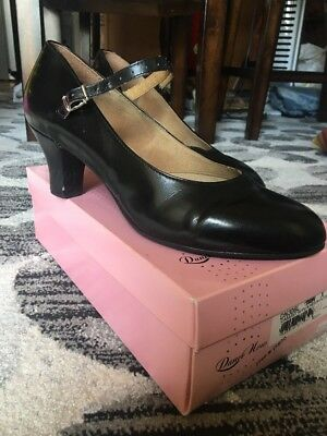 Dance Now Character Shoes, Size 9