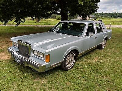 1989 Lincoln Town Car  1989 Lincoln Town Car Signature Series