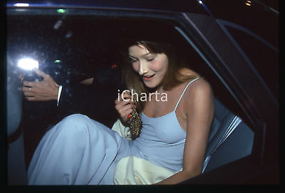 35mm vintage slide* 1994 CANNES Carla BRUNI in automobile al Festival del CINEMA