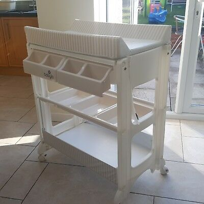 Babylo baby changing table / station with bath and storage *Great condition*