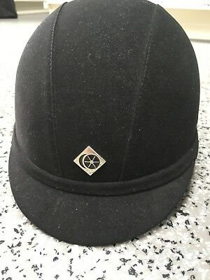 new with tags Charles Owen All Black YR8 Hat Black 7 1/8 (58CMS) RRP:£67.99