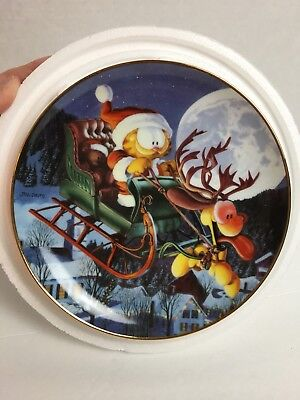 "Danbury Mint - Garfield's Christmas -""A One Dog Open Sleigh"" 8"" Collector Plate"