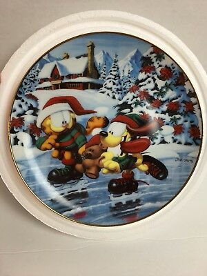 "Danbury Mint - Garfield's Christmas -""Winter Wonderland "" 8"" Collector Plate"