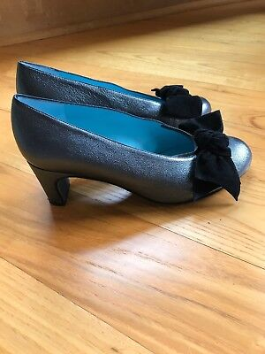Thierry Rabotin Shiny Gray Pumps Heels Black Suede Bow Size 38EUR or 8 US