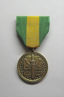 U.S. DFC Distinguished Flying Cross Medal and Ribbon