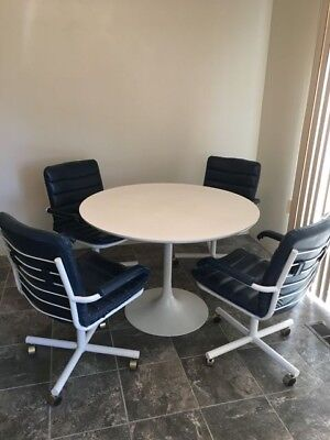 Vintage Mid Century Modern Tulip Table And Chairs