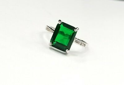Amazing UnOOue .925 Sterling Silver Ring W/Lab Created Solitaire Emerald