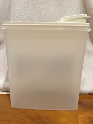 Tupperware Large Cereal Container 1588-1 Clear and White