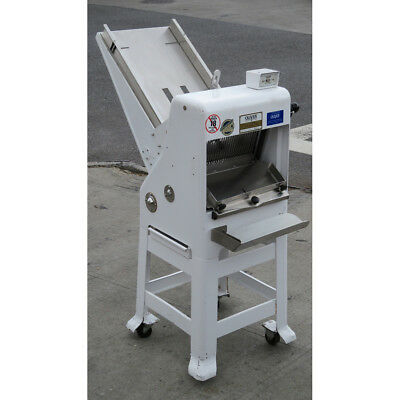 """Oliver 797-32 1/2"""" Cut Bread Slicer 115V with New Blades, Used Great Condition"""