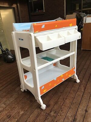 2 in 1 changing table + bath tub