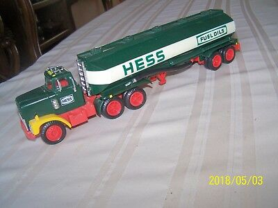 Hess Gasoline, Fuel Oils Tanker Toy Truck Battery Operated