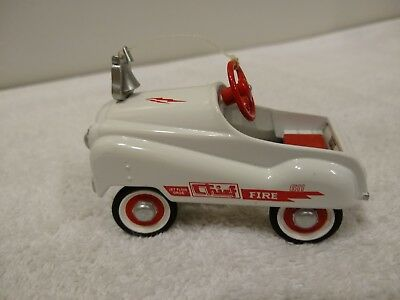 Pre-Owned Hallmark Kiddie Car Classics  '55  Fire Chief  1999  *Minor Flaw*