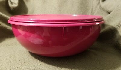 New TUPPERWARE Fix-n-mix Bowl in Rubine Red 26 cup FREE US SHIPPING