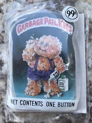 """GARBAGE PAIL KIDS (GPK) """"Squeeze Me!"""" Button 1986 Factory Sealed"""