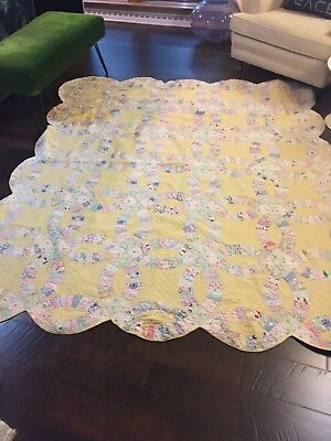 Vintage 1930s Yellow Scalloped Double Wedding Ring Quilt Hand Stitched
