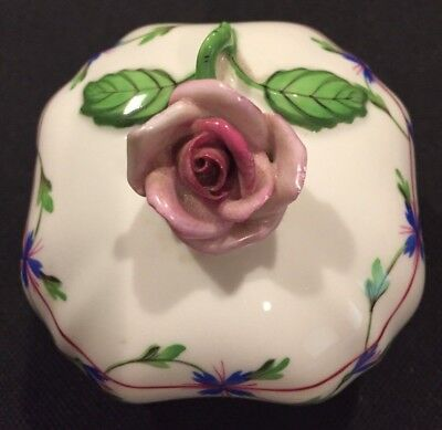 HEREND Bonbon box With Pink Rose Finial 6179 - Blue Chinese Bouquet
