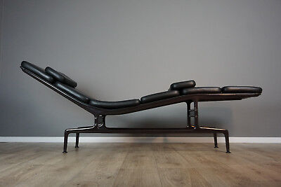Charles Eames Soft Pad Chaise Liege Vitra Herman Miller ES 106 Lounge Chair