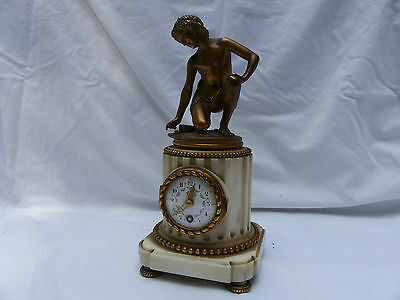 Table clock 19 th with above a Bronze of Hudelet the player from