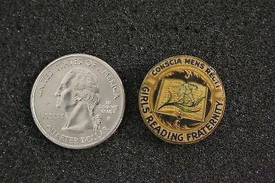 Conscia Mens Recti Girls Reading Fraternity Vintage Pin Pinback Button #20510
