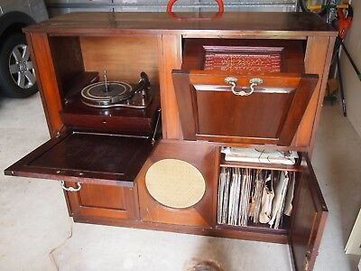 Collectables/radiogram, not working. Nice piece of furniture.