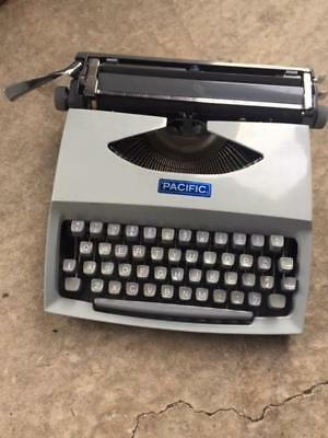 Vintage Portable Typewriter Pacific Consul Model 231.3  Made in Czechoslovakia