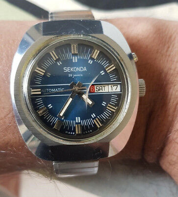 Vintage Sekonda mens watch 26 Jewels Automatic stainless steel, cracked glass.