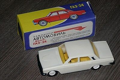 1:24 clockwork toy car gaz 24 volga ussr 1970th