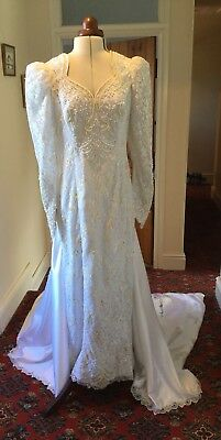 VINTAGE 1980's BEADED WHITE LACE WEDDING DRESS WITH DETACHABLE TRAIN