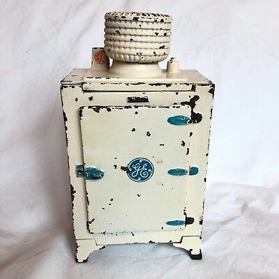 """Great Cast Iron Antique Hubley Toy Refrigerator """"ge"""""""