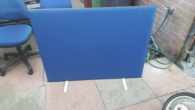 Desk mounted partition screen