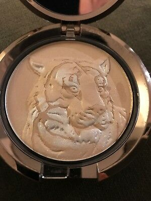 Chantecaille Shimmer Lion Powder