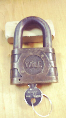 Antique vintage yale 872 SOU RR PADLOCK 9/16 SHACKLE works good w/key