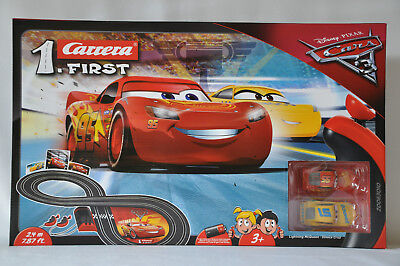 Carrera First Disney Cars 3 Lightning McQueen und Dinoco Cruz 2,4 Meter Rennbahn