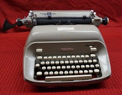 Vintage Royal 440 Typewriter- Clean -Working