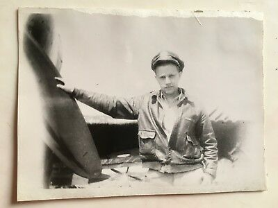 WWII PHOTO  368TH FIGHTER GROUP PILOT posing with P-47 THUNDERBOLT