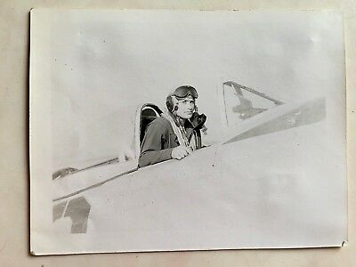 Wwii Photo  368Th Fighter Group Pilot In Cockpit Of P-47 Thunderbolt